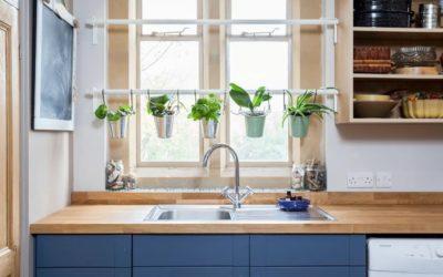 Дизайн квартир: как скрыть некрасивый вид из окна?